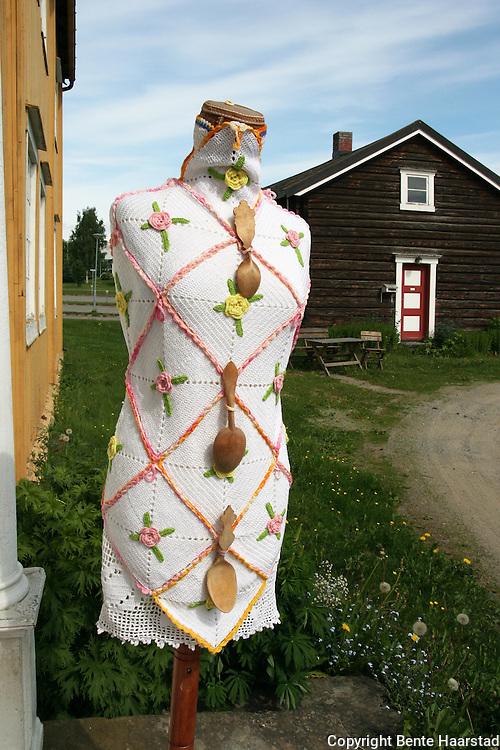 Grytelappkjole, designet av Ellinor Flor, gitt i gave til Selbu Bygdemuseum.