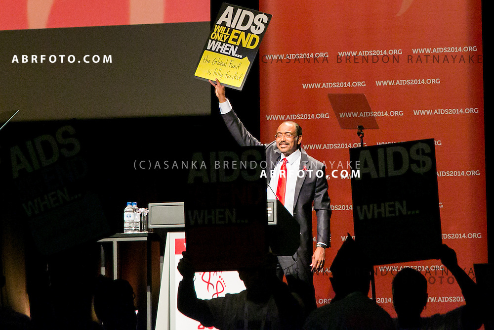 20/07/2014. Executive Director of UNAIDS Michel Sidibé raises a placard reading 'Aids will only end when the Global Fund is Fully Funded during the official opening ceremony of the 20th International AIDS conference held in Melbourne Australia on July 20, 2014. This conference takes place a few days after the death of a number of high profile delegates and researchers due to attend whom flew on Malaysian Airlines flight MH17. Photo credit : Asanka Brendon Ratnayake