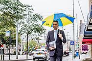 DEN HAAG - Halbe Zijlstra (VVD) arriveert bij het Johan de Witthuis voor de formatiegesprekken met informateur Gerrit Zalm. ROBIN UTRECHT