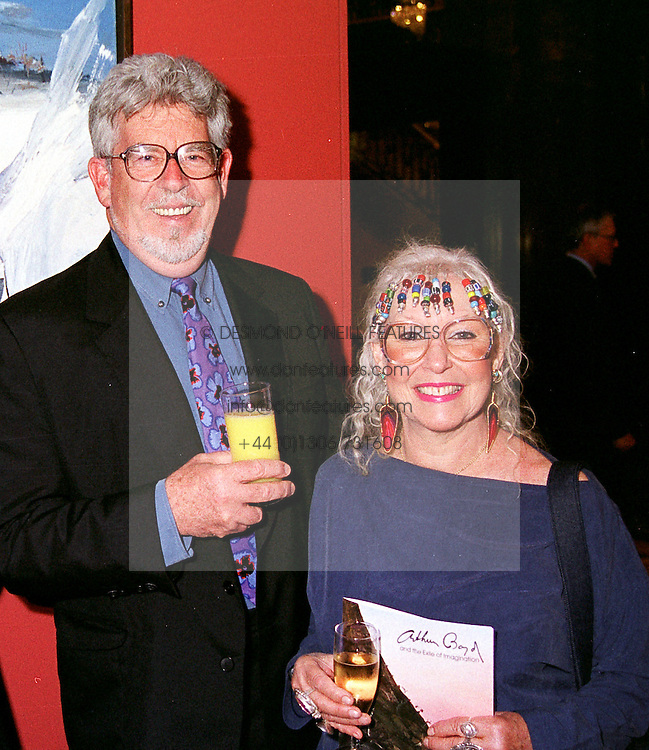 MR & MRS ROLF HARRIS, he is the Australian entertainer, <br /> at an exhibition in London on 27th June 2000.OFU 1 2ORO<br /> © Desmond O'Neill Features:- 020 8971 9600<br />    10 Victoria Mews, London.  SW18 3PY <br /> www.donfeatures.com   photos@donfeatures.com<br /> MINIMUM REPRODUCTION FEE AS AGREED.<br /> PHOTOGRAPH BY DOMINIC O'NEILL