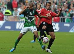 18.09.2010, Weserstadion, Bremen, GER, 1. FBL, Werder Bremen vs 1. FSV Mainz 05, im Bild Wesley (Bremen #5, links), Marco Caligiuri (Mainz #6, rechts)   EXPA Pictures © 2010, PhotoCredit: EXPA/ nph/  Frisch+++++ ATTENTION - OUT OF GER +++++