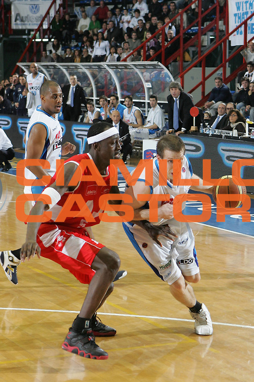 DESCRIZIONE : Napoli Lega A1 2007-08 Eldo Napoli Armani Jeans Milano <br /> GIOCATORE : Mason Rocca<br /> SQUADRA : Eldo Napoli<br /> EVENTO : Campionato Lega A1 2007-2008<br /> GARA : Eldo Napoli Armani Jeans Milano<br /> DATA : 06/01/2008<br /> CATEGORIA : Penetrazione<br /> SPORT : Pallacanestro <br /> AUTORE : Agenzia Ciamillo-Castoria/A.De Lise <br /> Galleria : Lega Basket A1 2007-2008 <br /> Fotonotizia : Napoli Campionato Italiano Lega A1 2007-2008 Eldo Napoli Armani Jeans Milano<br /> Predefinita :