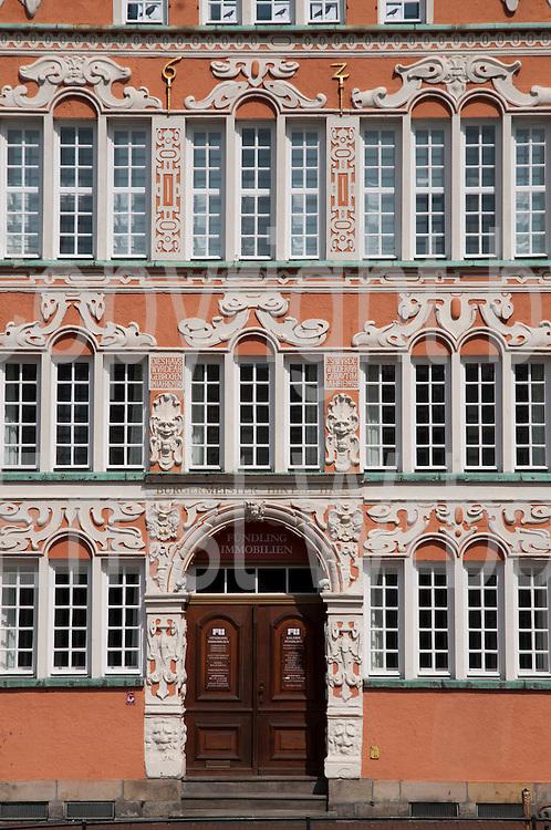 historisches Haus, Hansehafen, Stade, Altes Land, Niedersachsen, Deutschland.| .Historical building, Hanse Port, Stade, Altes Land, Lower Saxony, Germany.