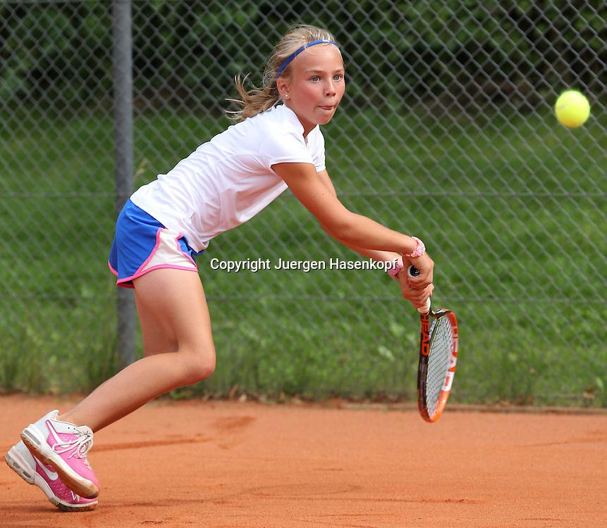 Audi GW:plus Zentrum Muenchen Junior Open 2014, Tennis Europe Junior Tour,Sandplatz, Junioren Turnier, GS14,Luca Victoria Vocke (GER),<br /> Aktion,Einzelbild,Ganzkoerper,Querformat,