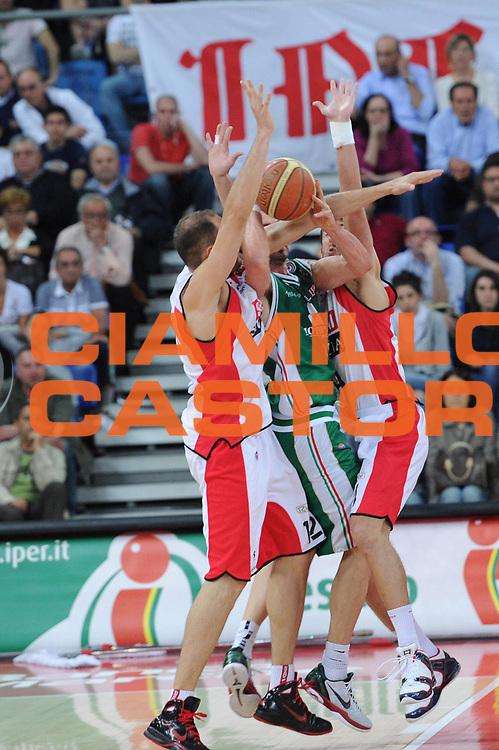 DESCRIZIONE : Pesaro Lega A 2010-11 Scavolini Siviglia Pesaro Montepaschi Siena<br /> GIOCATORE : Marko Jaric<br /> SQUADRA : Montepaschi Siena<br /> EVENTO : Campionato Lega A 2010-2011<br /> GARA : Scavolini Siviglia Pesaro Montepaschi Siena<br /> DATA : 10/04/2011<br /> CATEGORIA : passaggio fallo<br /> SPORT : Pallacanestro<br /> AUTORE : Agenzia Ciamillo-Castoria/C.De Massis<br /> Galleria : Lega Basket A 2010-2011<br /> Fotonotizia : Pesaro Lega A 2010-11 Scavolini Siviglia Pesaro Montepaschi Siena<br /> Predefinita :