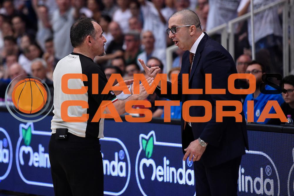 Maurizio Biggi arbitro, Walter De Raffaele<br /> Dolomiti Energia Aquila Basket Trento - Umana Reyer Venezia<br /> Lega Basket Serie A 2016/2017<br /> Playoff, finale gara 4<br /> Trento, 16/06/2017<br /> Foto M.Ceretti / Ciamillo-Castoria