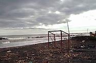 Roma 22  Febbraio 2010.Idroscalo di Ostia,la porta di un campo di calcio in riva al mare