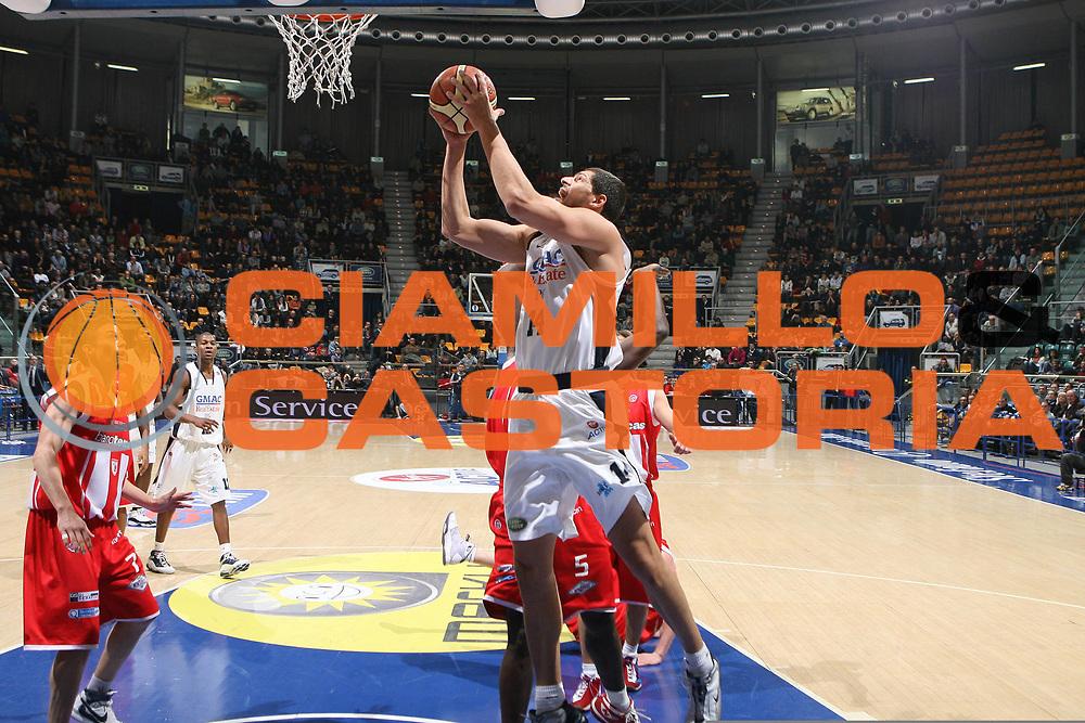 DESCRIZIONE : Bologna Lega A1 2008-09 Gmac Fortitudo Bologna Bancatercas Teramo<br /> GIOCATORE : Lazaros Papadopoulos<br /> SQUADRA : Gmac Fortitudo Bologna<br /> EVENTO : Campionato Lega A1 2008-2009 <br /> GARA : Gmac Fortitudo Bologna Bancatercas Teramo<br /> DATA : 18/01/2009 <br /> CATEGORIA : tiro<br /> SPORT : Pallacanestro <br /> AUTORE : Agenzia Ciamillo-Castoria/M.Marchi