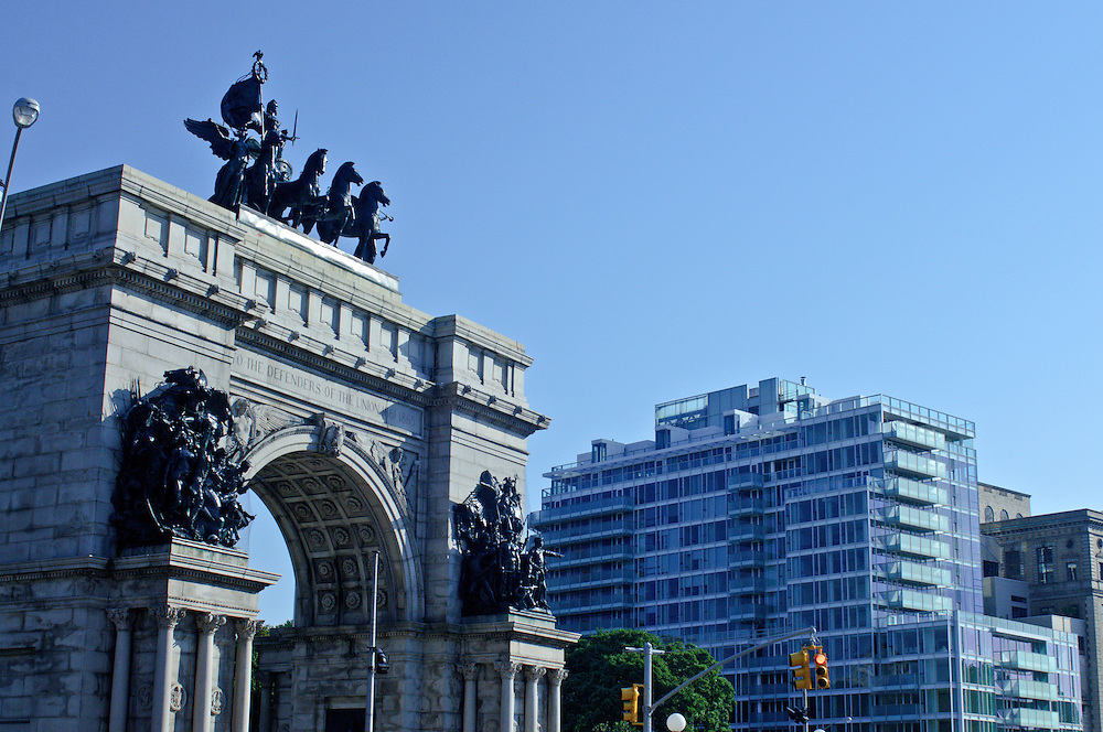 The Soldiers' and Sailors'  Arch and 1 Grand Army Plaza designed by Richard Meier,  Brooklyn, New York City, New York, USA, Arch Designed by John H. Duncan, Grand Army Plaza