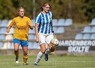 FODBOLD: Charlotte Olesen (NFC/VIF) følges af Christine Kelm (Ølstykke FC) under kampen i Sjællandsserien mellem Ølstykke FC og Nykøbing/Vordingborg den 7. september 2019 på Ølstykke Stadion. Foto: Claus Birch