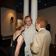 NLD/Huizen/20050706 - Premiere Nieuw Groot Chinees Staatscircus, Jan Aerntzen in gesprek met Henk van der Meyden en Monica Schotman