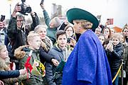 Koningin Máxima opent de Bio-beurs in de IJsselhallen. De vakbeurs voor de biologische sector trekt jaarlijks ruim 10.000 bezoekers.<br /> <br /> Queen Máxima opens the Bio-fair in the IJsselhallen. The trade fair for the organic sector attracts more than 10,000 visitors annually.<br /> <br /> Op de foto / On the photo: Aankomst / Arrival