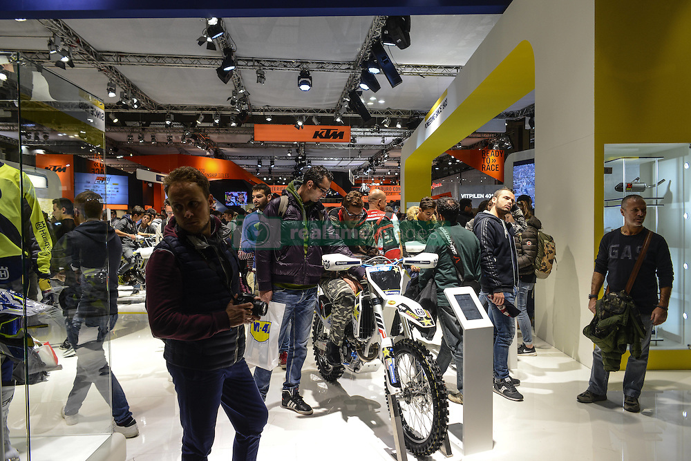 November 12, 2016 - Milan, Italia, Italy - Visitors of EICMA 2016, the International Fair for Bicycle and Motorcycle, held in Milan, Italy on 8 to 13 November 2016. (Credit Image: © Roberto Silvino/NurPhoto via ZUMA Press)