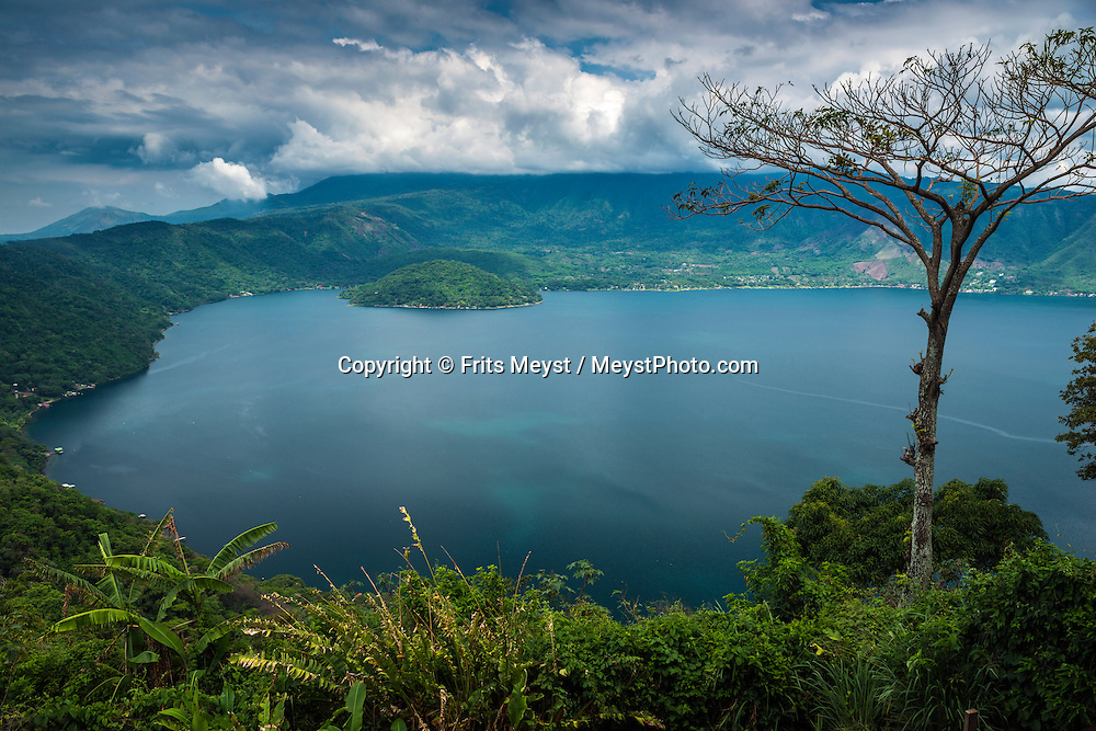 El Salvador, May 2014. Crater Lake Coatepeque. Set in the tropics and consisting of cloud forests, volcanic lakes and national parks, El Salvador boasts quiet Spanish colonial towns and a glorious coastline with world-class waves. Photo by Frits Meyst / MeystPhoto.com