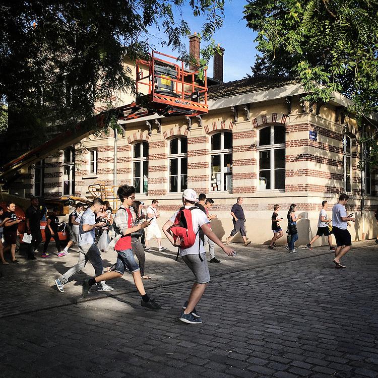 Chasse au Pokemon, début septembre - Parc de la Villette, 19e arr. de Paris. La course est lancée, un pokemon rare est apparu à l'autre bout du parc.