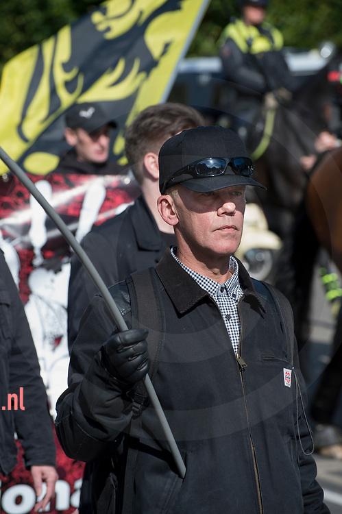 nederland, Enschede 01okt2017 Rechtsradicaal uit Noorwegen Morten L. die sprak op de  demonstratie van de Nedelandse Volks Unie in Enschede. Ongeveer dertig leden / sympatisanten van de NVU  demonstreerden zondag in de buurt van het station van Enschede. Er was een grote politiemacht op de been om de demo rustig te laten verlopen. Er waren geen linkse tegendemonstranten en na twee uur was de demo afgelopen.