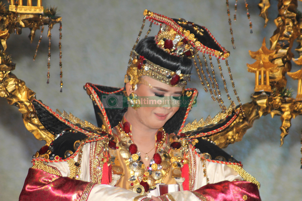 November 17, 2018 - Madiun, East Java, Indonesia - A performer of art wears wonderful costumes created when showing his performance in an event. (Credit Image: © Ajun Ally/Pacific Press via ZUMA Wire)