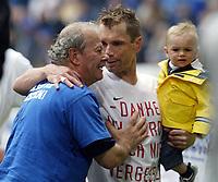 Hermann RIEGER und Bernd HOLLERBACH mit Sohn BEN<br /> Bundesliga HSV Saisonabschluss
