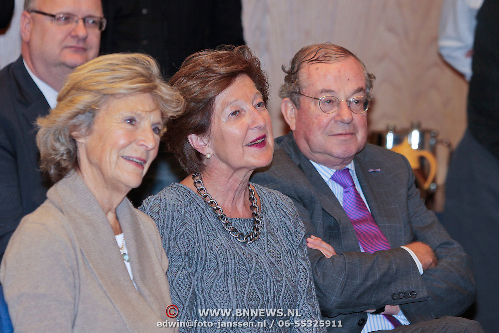 """NLD/Den Haag/20110912 - Boekpresentatie Annemarie Gualtherie van Weezel """" De Smaak van de Macht"""", Prinses Irene en Hans Gualthérie van Weezel en partner"""