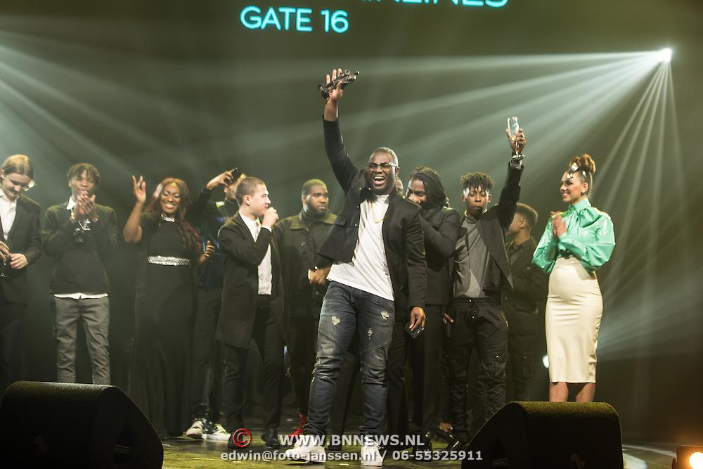 NLD/Amsterdam/201702013- Edison Pop Awards 2017, Rotterdam Airlines met hun prijs in de categorie Hiphop