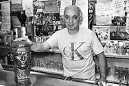 Il bar di Vezio  in via dei Delfini 23 (dietro Botteghe Oscure), è stato un pezzo della storia del PCI..Vezio con il busto di Stalin