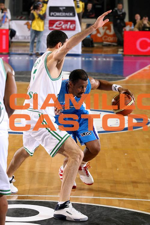 DESCRIZIONE : Napoli Lega A1 2007-08 Eldo Napoli Benetton Treviso <br /> GIOCATORE : Jamel Thomas <br /> SQUADRA : Eldo Napoli <br /> EVENTO : Campionato Lega A1 2007-2008 <br /> GARA : Eldo Napoli Benetton Treviso <br /> DATA : 01/12/2007 <br /> CATEGORIA : Penetrazione <br /> SPORT : Pallacanestro <br /> AUTORE : Agenzia Ciamillo-Castoria/G.Ciamillo