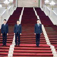 BEIJING, NOV. 8, 2012 : Bedienstete der Grossen Halle des Volkes warten auf Delegierte.
