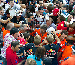 08.09.2011, Autodromo Nationale, Monza, ITA, F1, Grosser Preis von Italien, Monza, im Bild Vettelmania, hunderte Fans kämpfen um ein Autogramm des regierenden Weltmeisters, Sebastian Vettel (GER), Red Bull Racing-Renault, die Polizei und Ordner versuchen die Menge zu beruhigen // Vettel Mania, hundreds of fans fighting for an autograph of the reigning world champion, Sebastian Vettel (GER) Red Bull Racing-Renault, the police and stewards try to calm the crowd during the Formula One Championships 2011 Italian Grand Prix held at the Autodromo Nationale, Monza, near Milano, Italy, 2011-09-08, EXPA Pictures © 2011, PhotoCredit: EXPA/ J. Feichter