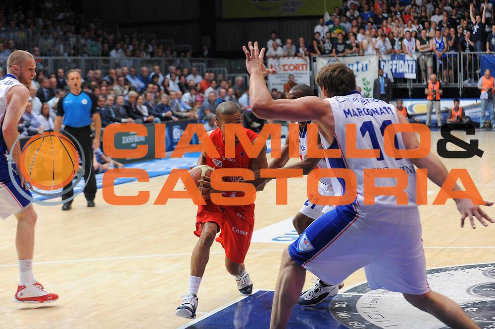 DESCRIZIONE : Cantu Lega A 2010-11Semifinale Play off Gara 1 Bennet Cantu Armani Jeans Milano<br />GIOCATORE : Lynn Greer<br /> SQUADRA : Armani Jeans Milano<br />EVENTO : Campionato Lega A 2010-2011<br />GARA : Bennet Cantu Armani Jeans Milano<br />DATA : 30/05/2011<br />CATEGORIA : Palleggio<br />SPORT : Pallacanestro<br />AUTORE : Agenzia Ciamillo-Castoria/A.Dealberto<br />Galleria : Lega Basket A 2010-2011<br />Fotonotizia : Cantu Lega A 2010-11 Semifinale Play off Gara 1 Bennet Cantu Armani Jeans Milano<br />Predefinita :