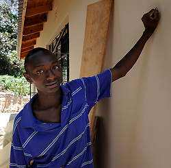 16-10-2008 REPORTAGE: KILIMANJARO CHALLENGE 2008: TANZANIA<br /> Rondleiding bij Sibusiso. Het Sibusiso programma in Tanzania is een uniek programma voor verstandelijk gehandicapte kinderen en hun families. Sibusiso is een centrum waar kinderen tijdelijk worden opgenomen en waar tal van activiteiten plaatsvinden / <br /> ©2008-WWW.FOTOHOOGENDOORN.NL