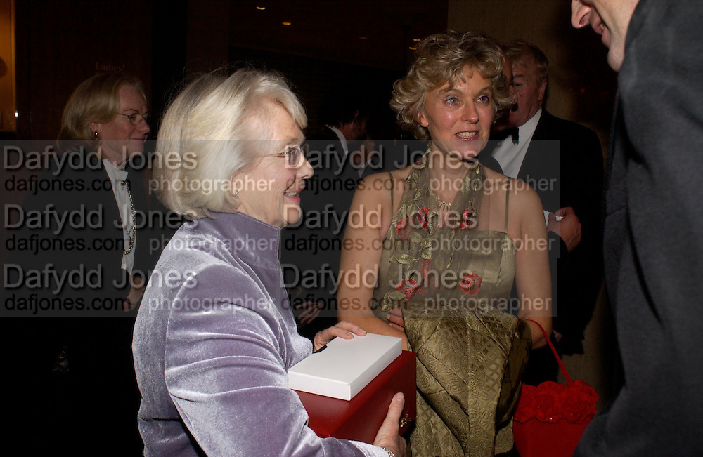 Patricia Thompson and Mrs. Jacko Fanshawe, The 2004 Cartier Racing awards, Four Seasons Hotel. London. 17 November 2004. ONE TIME USE ONLY - DO NOT ARCHIVE  © Copyright Photograph by Dafydd Jones 66 Stockwell Park Rd. London SW9 0DA Tel 020 7733 0108 www.dafjones.com