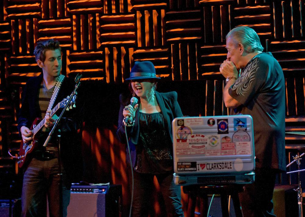 Cyndi Lauper and Charlie Musselwhite