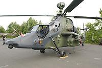 15 JUL 2002, VEITSHOECHHEIM/GERMANY:<br /> Kampfhubschrauber Tiger, hier als 1:1 Modell, der zukuenftige Mehrzweckkampfhubschrauber der Bundeswehr, Veitshoechheim<br /> IMAGE: 20020715-01-005<br /> KEYWORDS: Veitshöchheim, helicopter, Waffe, wappon, Hubschrauber