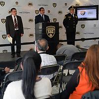Toluca, México.- Damián Canales Mena, Secretario de Seguridad Ciudadana informo sobre la detención de integrantes de la Familia Michoacana que se dedicaban a la extorsión en la zona sur del Estado de México, al igual que presuntos ladrones y secuestradores que operaban en la entidad mexiquense, las detenciones fueron realizadas en los últimos días.  Agencia MVT / Crisanta Espinosa