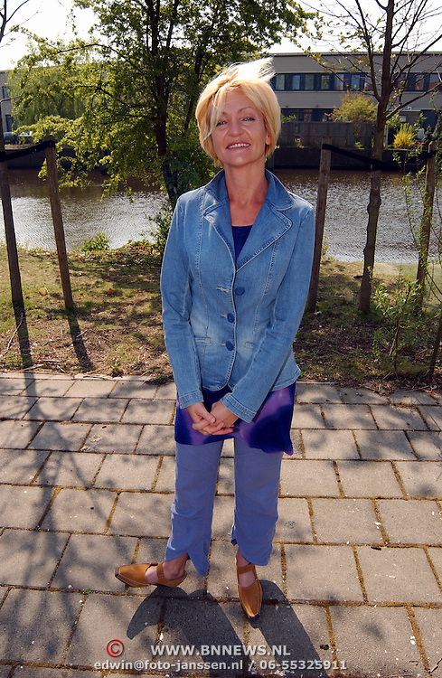 Presentatie genomineerden Musical Awards 2003, Myriam Bronzwaar