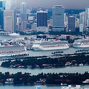 USA/Miami/20150808 - Rondvlucht boven Miami, cruiseschepen