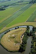 Nederland, Noord-Holland, Beemster, 14-07-2008; Fort Spijkerboor, onderdeel van de Stelling van Amsterdam; in het verleden er een radiobaken voor de burgerluchtvaart op het fort (het neiuwe baken staat in de achtergrond, in het weiland);  .luchtfoto (toeslag); aerial photo (additional fee required); .foto Siebe Swart / photo Siebe Swart