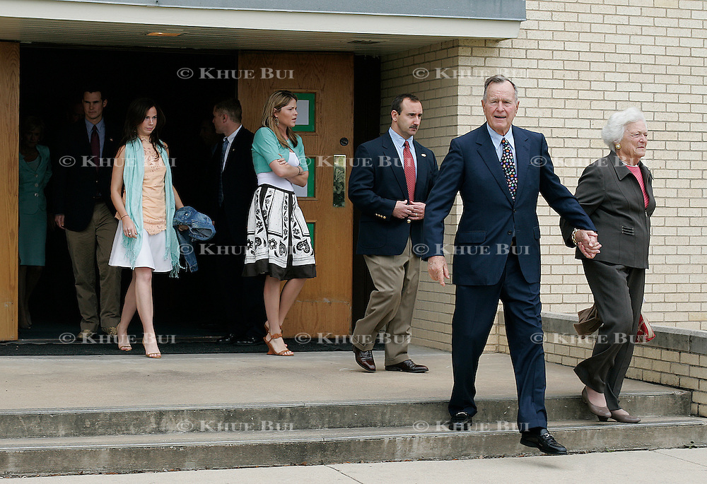 Former Pres. Bush and  former First Lady Barbara Bush attend Easter services Sunday, March 27, 2005, at Ft. Hood in Killeen, TX.  Following them are granddaughters Barbara and Jenna Bush...Photo by Khue Bui