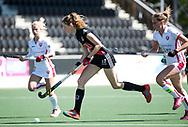 AMSTELVEEN  - Hockey -  2e wedstrijd halve finale Play Offs dames.  Amsterdam-Oranje Rood (2-1) . Felice Albers (A'dam) .   COPYRIGHT KOEN SUYK