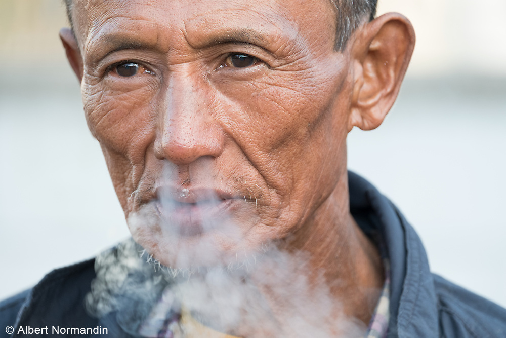 Road construction worker, smoking, City of Taunggyi, Myanmar