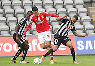 Benfica's player Raúl (L ) fights for the ball with Nacional´s player Washington   (R ) during Portuguese First League football match Nacional vs Benfica  held at Madeira Stadium, Funchal, 11 January 2016.  LUSA / GREGORIO CUNHA