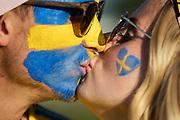 LUBLIN, POLEN 2017-06-19<br /> Tv&aring; svenska fans kysser varandra inf&ouml;r UEFA U21 matchen mellan Polen och Sverige den 19 juni p&aring; Arena Lublin, Polen.<br /> Foto: Nils Petter Nilsson/Ombrello<br /> Fri anv&auml;ndning f&ouml;r kunder som k&ouml;pt U21-paketet.<br /> Annars Betalbild.<br /> ***BETALBILD***
