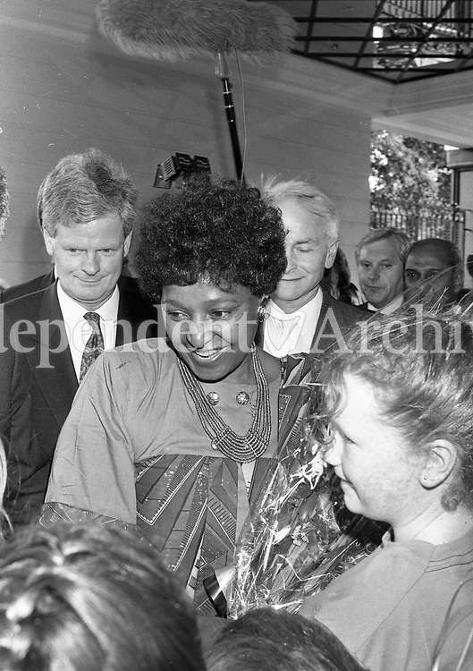 Winnie Mandela is greeted by childern on her arrival at the Berkley Court Hotel, 02/07/1990 (Part of the Independent Newspapers Ireland/NLI Collection).