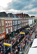 De PC Hooftstraat is omgetoverd tot een lange catwalk tijdens de vijfde editie van het fashionevenement Grazia PC Catwalk