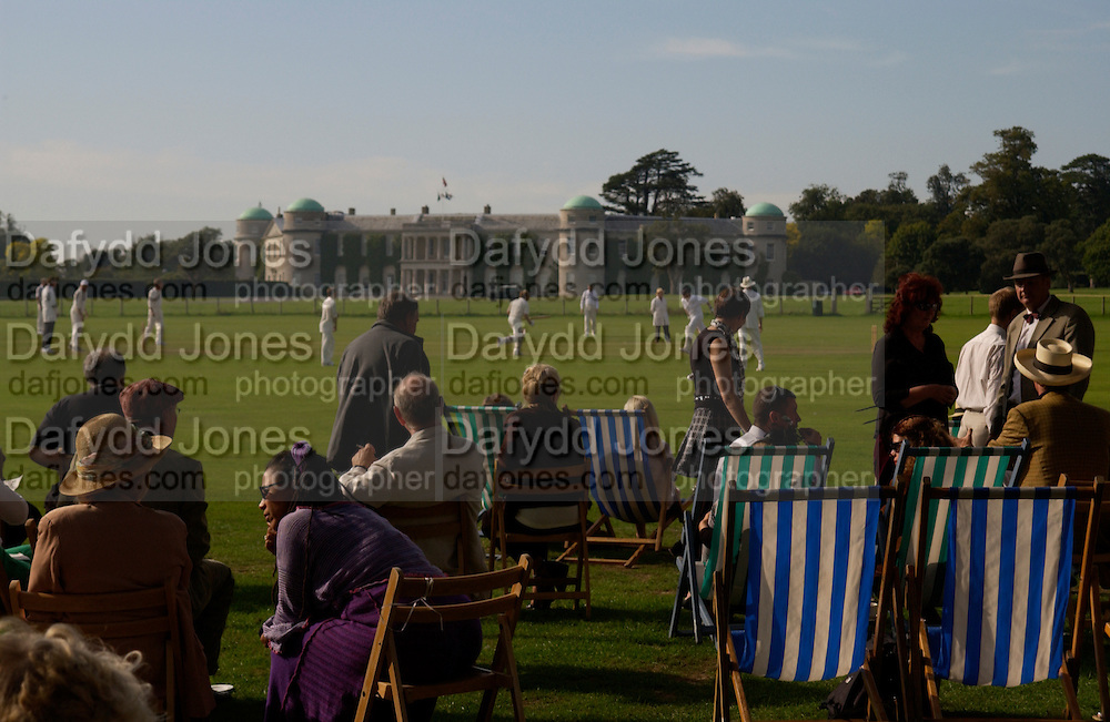 cricket in front of Goodwood House, The Duke of Richmond and Gordon's X1 V The Earl of March and Kinrara's X1. Cricket match before the Goodwood Revival meeting, 2 September 2004. SUPPLIED FOR ONE-TIME USE ONLY-DO NOT ARCHIVE. © Copyright Photograph by Dafydd Jones 66 Stockwell Park Rd. London SW9 0DA Tel 020 7733 0108 www.dafjones.com