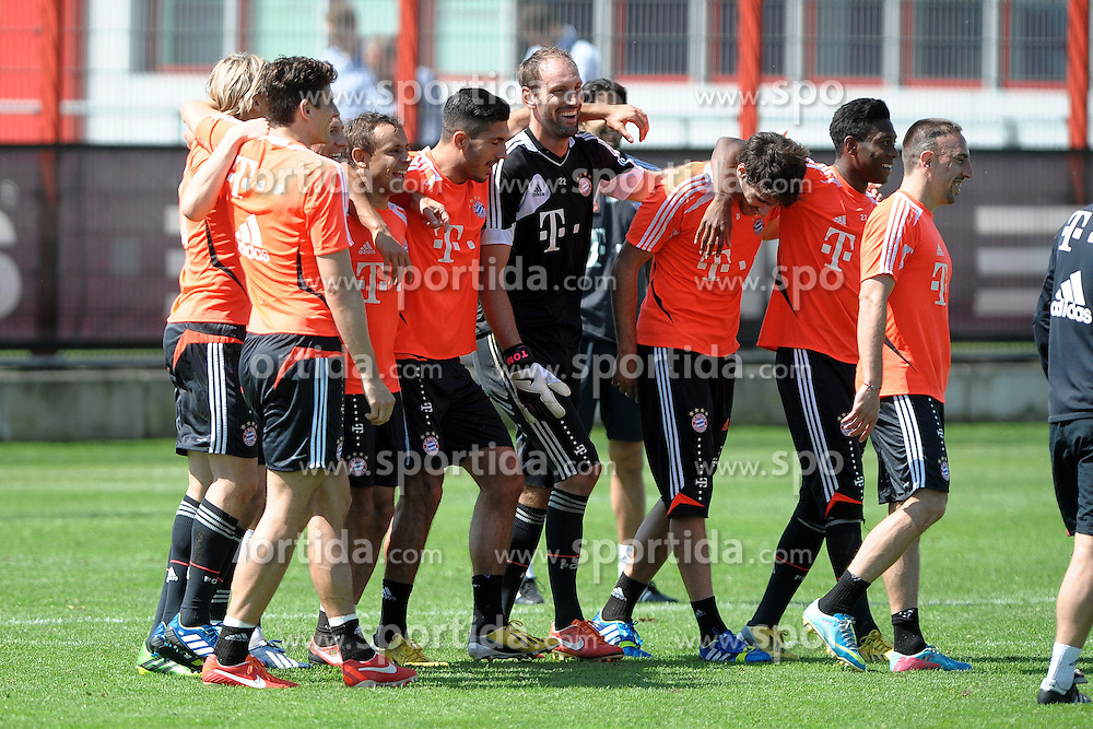 08.05.2013, Saebener Strasse, Muenchen, GER, 1. FBL, FC Bayern Muenchen, Training, im Bild Freude bei der siegreichen Trainingsmannschaft // during a Trainingssession of the German Bundesliga Club FC Bayern Munich at the Saebener Strasse, Munich, Germany on 2013/05/08. EXPA Pictures © 2013, PhotoCredit: EXPA/ Eibner/ Wolfgang Stuetzle..***** ATTENTION - OUT OF GER *****