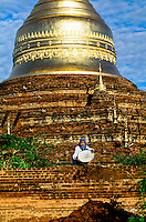 Women working on the Dhammakazika Pagoda, Bagan (Pagan), Burma (Myanmar)