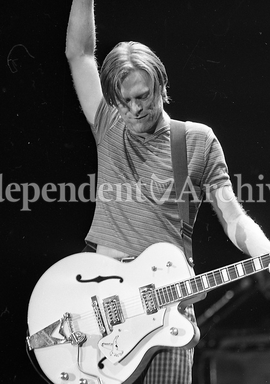 Bryan Adams concert at The Point Depot, Dublin, 22/07/1996 (Part of the Independent Newspapers Ireland/NLI Collection).