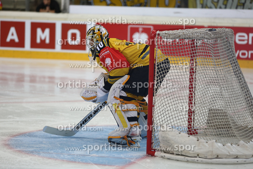 29.08.2015, Albert Schultz Eishalle, Wien, AUT, CHL, UPC Vienna Capitals vs Krefeld Pinguine, im Bild Tomas Duba (Krefeld Pinguinie) // during the Champions Hockey League match between UPC Vienna Capitals and Krefeld Pinguine at the Albert Schultz Ice Arena, Vienna, Austria on 2015/08/29. EXPA Pictures © 2015, PhotoCredit: EXPA/ Alexander Forst