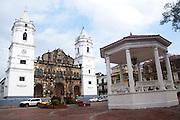 Catedral, Casco Viejo es la ciudad mas Antigua de la Costa Pacifico de las Americas, y se encuentra al pie del Canal de Panamá en un lado y la Ciudad de Panamá del otro.La arquitectura es una combinación de ruinas desde los días de los Exploradores Españoles y Piratas, y Colonia Francesa del primer intento por construir el Canal de Panamá por los franceses.©Victoria Murillo/Istmophoto